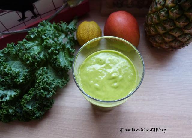 Green smoothie tropical au kale