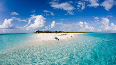 boat-on-the-island-beach-full-HD-imgs