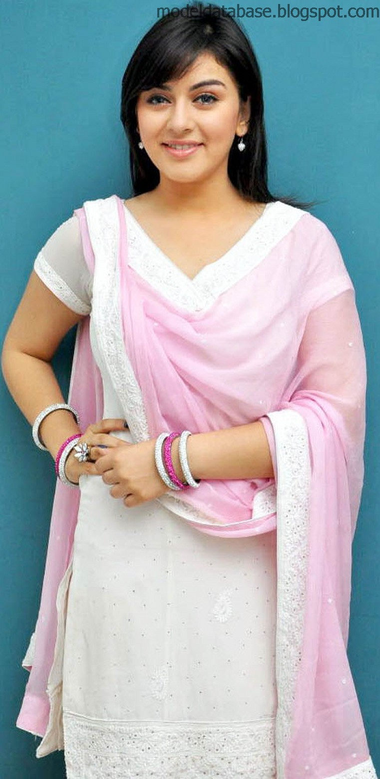 A Cute Young Girl In Casual Clothes On A Natural Blurred: Hansika Motwani Super Cute Pics In Salwar Kameez