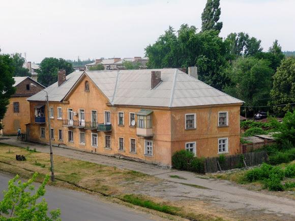Константиновка. Ул. Олексы Тихого. Двухэтажный жилой дом