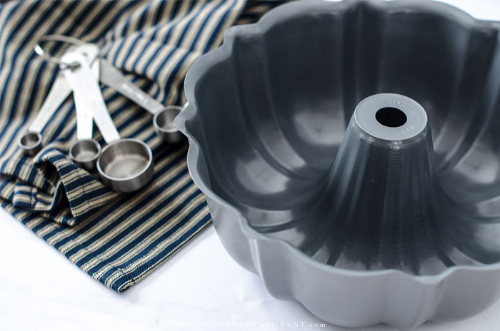 Be prepared for any baking recipe with these nine essential baking pans. #baking101 #kitchentools #baking #andersonandgrant