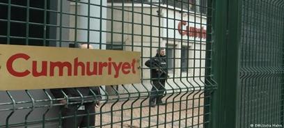 Penas de cárcel a periodistas en Turquía