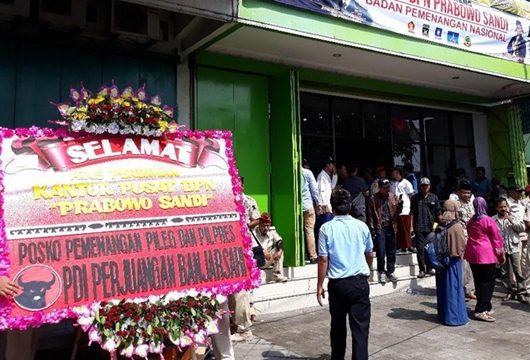 Tafsir Mengejutkan Tim Prabowo atas Karangan Bunga PDIP