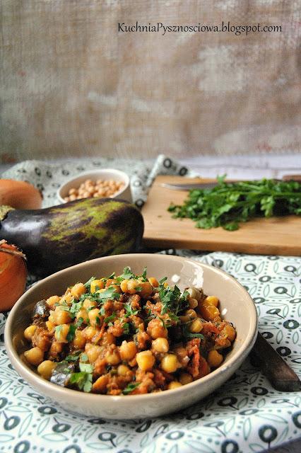 457. Gulasz warzywny z bakłażana i cieciorki