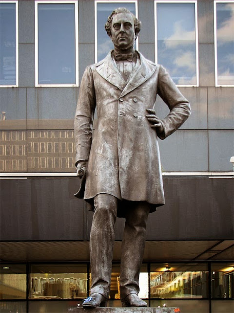 Robert Stephenson by Carlo Marochetti, Euston Station, London