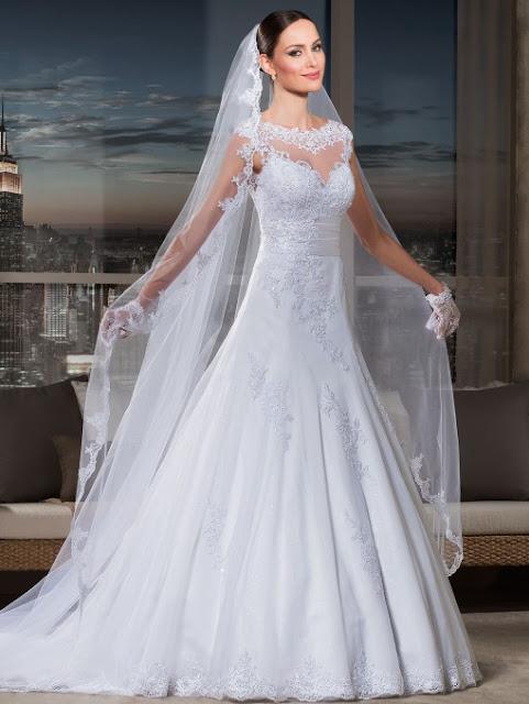 Maio é o mês das noivas, e quando se fala em noiva lembra-se de vestidos, que é a peça mais importante. Toda noiva sonha com um belo vestido, e as noivas na hora de escolher precisam escolher o vestido, os detalhes, pois o vestido é a atração principal. Como estamos em Maio o blog deixa abaixo alguns modelos pra você que é noiva se inspirar.