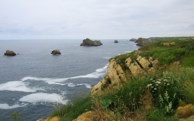 Viajar por la Costa Quebrada en Santander. Rutas por la Costa Quebrada. Qué ver por la Costa Quebrada. Urros de Liencres
