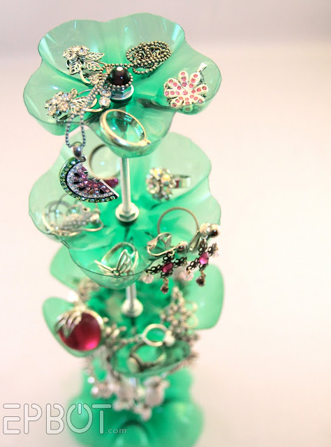 Go vertical jewelry storage and display tutorials the beading the creator is tracy bell who used it successfully for a craft show she called them her helping hands they definitely do not take solutioingenieria Choice Image