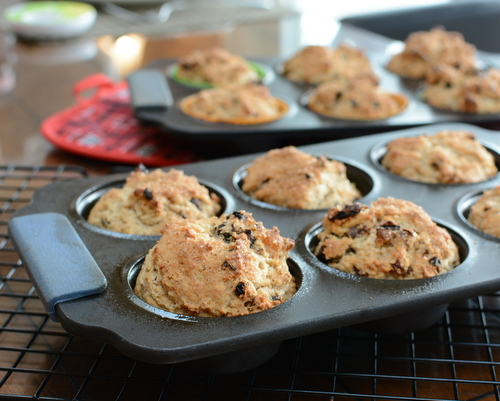 Irish Soda Bread Muffins ♥ KitchenParade.com, barely sweet, packed with dried fruit and a surprising touch of caraway. Delicious!