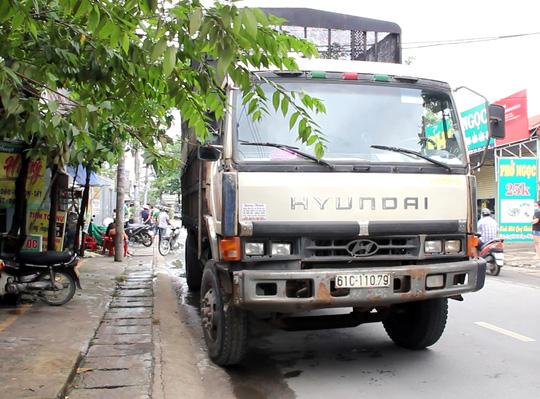 Xe tải cán chết một phụ nữ ở đoạn đường cong