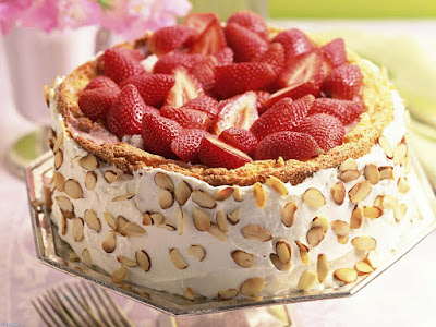 yummywow-creamy-strawberryy-cake-with-dry-fruits