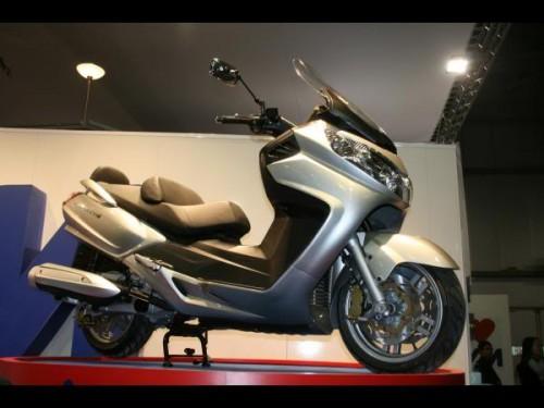 NEW SYM Maxsym 400i | Tokan Superbike is in town! ducati-yamaha-kawasaki