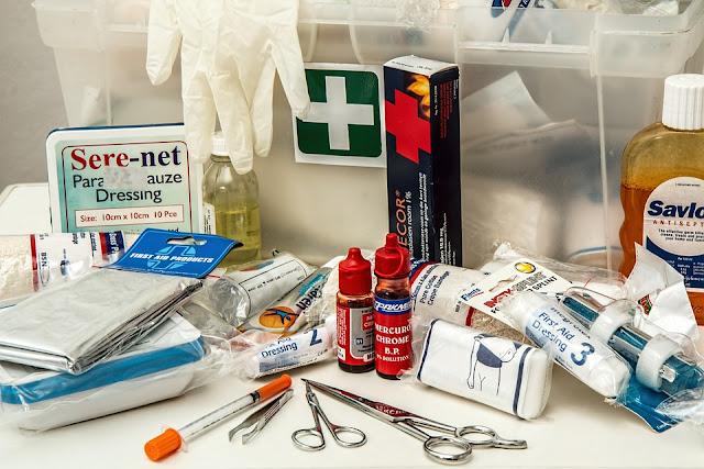 obat-obatan yang harus dibawa saat mendaki gunung : P3K saat mendaki gunung