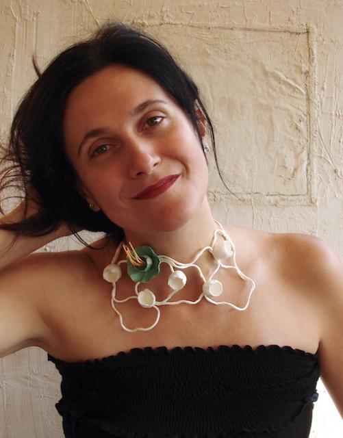 Collare di carta, maxi collana dipinta e realizzata a mano. Handmade paper necklace