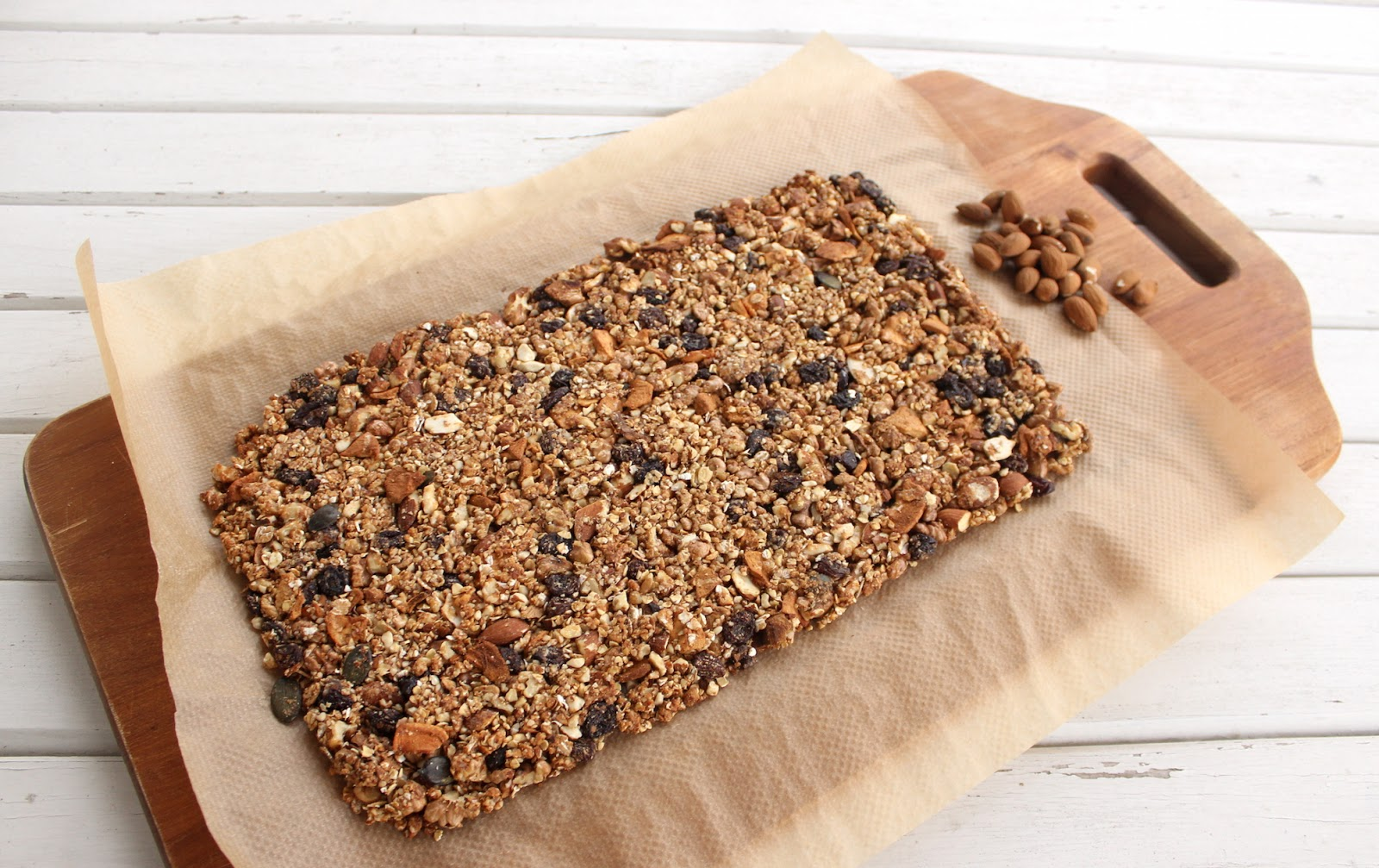 TheBlondeLion Recipe Food Energy Bars Nut Granola http://theblondelion.blogspot.com/2015/02/food-energy-nut-bar-bites-and-granola.html