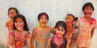 Makna di Balik Warna-warni Serbuk Festival Holi