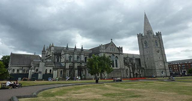 Escola irlandesa tem aulas de inglês online e gratuitas