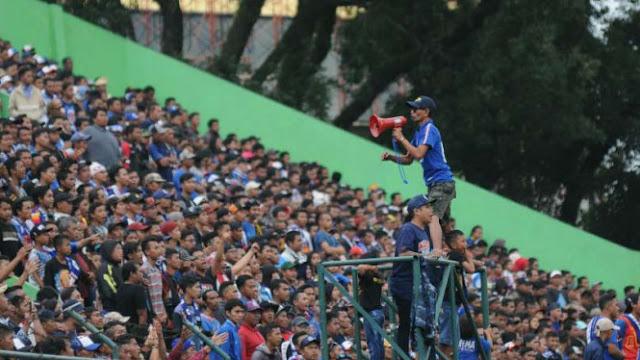 Nasib Tragis Dedengkot Aremania yang Buang-buang Uang di Stadion