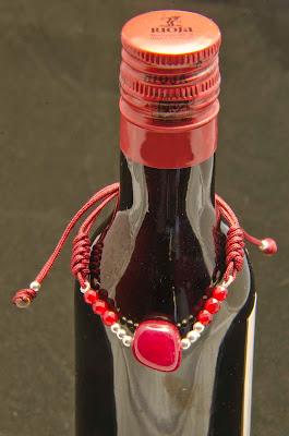 Pulsera de jade color vino y bolas de plata montada en nylon granate