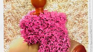 Bufanda fuscia tejida al crochet