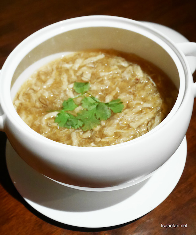 Braised Crabmeat Soup with Fish Maw and Black Moss