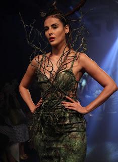 Mandana Karimi, Kareena Kapoor, Shruti Haasan, Amy Jackson   Lakme Fashion Week 2016