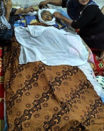 Mengenaskan Nenek ini Meninggal Akibat Dicekoki Air Keluarganya Sendiri