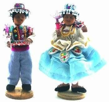 Muñecos con vestimenta de la danza Kullawada
