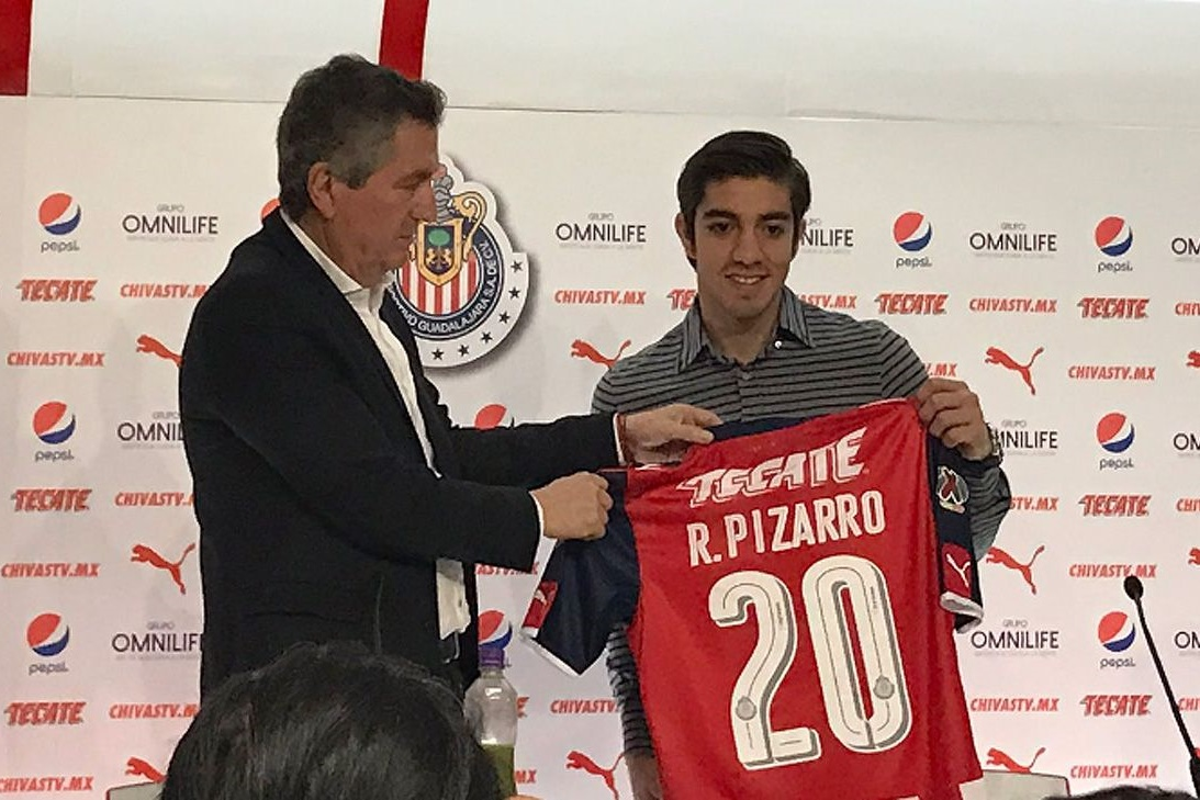 Vergara presenta a Pizarro.