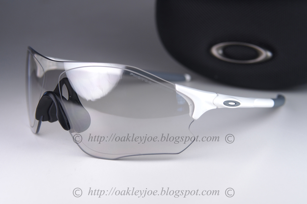 fb855913517 OO9313-06 matte white + clear photochromic iridium  250 lens pre coated  with Oakley hydrophobic nano solution complete package with box