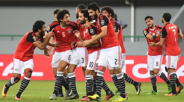 La selección de Egipto festeja el gol con el que derrotaron a Ghana en la fase de grupos de la Copa Africana 2017
