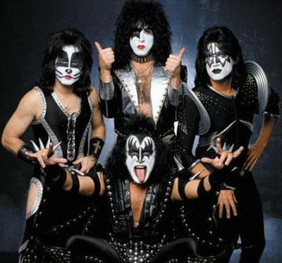 Foto de la Banda Kiss vestidos de negro