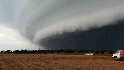 Nuvem apocalíptica formada no sul de Rondônia após alerta da Defesa Civil colocado em mais de 37 Municípios traz pânico à população!