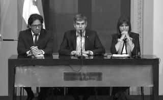 El jefe de Gabinete Marcos Peña brindó a las 10 una conferencia de prensa junto con el ministro de Justicia, Germán Garavano, y la ministra de Seguridad,Patricia Bullrich, para intentar explicar por qué el jefe de Estado era parte del directorio de Fleg Trading Ltd.