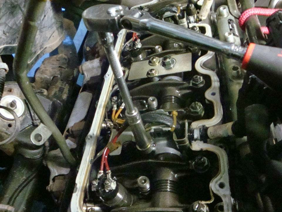 Duramax Bfuel Binjectors Blb Bremoving Bretuned Bline further Duramax Bfuel Binjectors Blb Bremoving Binjecotor Bharness moreover E Af F E B furthermore  as well Dp Z B L Ford Power Stroke Engine Btorque To Yield Head Bolts. on duramax oil pan removal