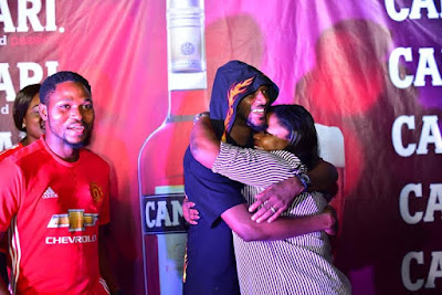 2Baba Stimulates Football Fans At Viewing Centers As Arsenal Wins the FA Cup Final
