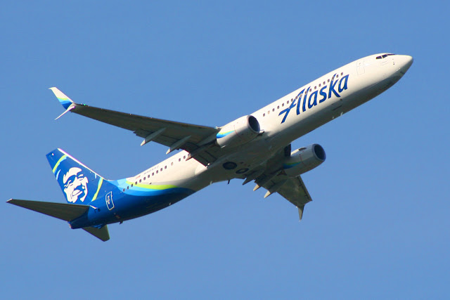 Alaska Airlines Boeing 737 departs Seattle-Tacoma International Airport