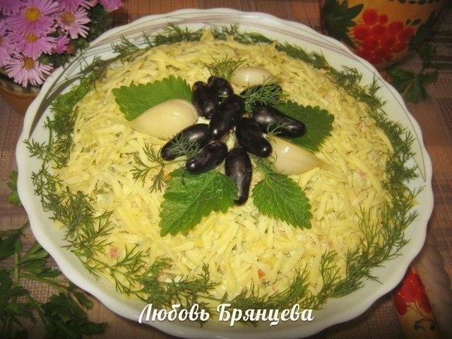 Празничный салат с бужениной и сыром