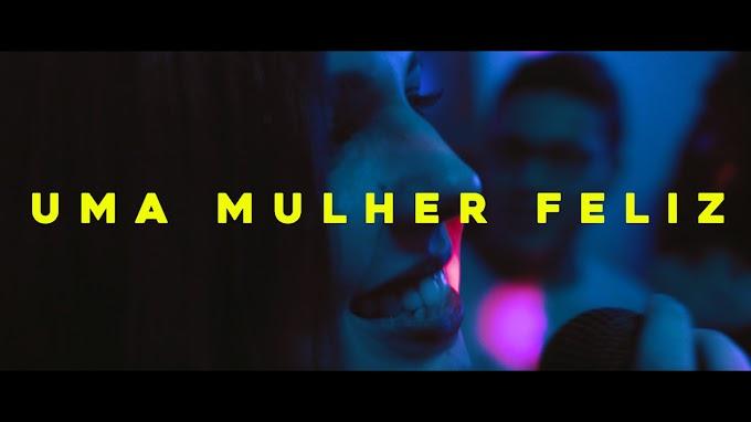 """Com clipe humorado, Ana Sucha discute visibilidade lésbica em """"Uma Mulher Feliz"""""""