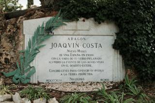Arte funerario en Zaragoza: Mausoleo de Joaquín Costa.
