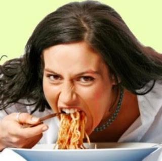 كيفية فقدان الكرش و الارداف : لائحة بالأمور التي تشير إلى عدم التواصل مع الجسم أثناء الأكل