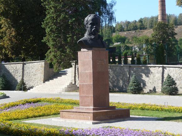 Кременець. Пам'ятник Шевченку