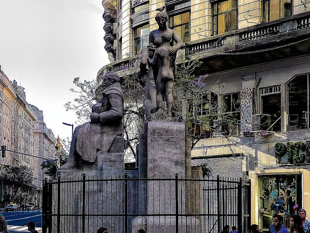 Monumento a R.S.Peña En Buenos Aires