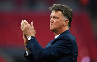 Europa League Final!! Former Manchester United Boss Van Gaal Giving Ajax Tips To Win 1