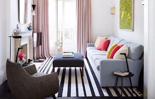 Tempatkan sofa dengan ukuran ideal dari ruang tamu