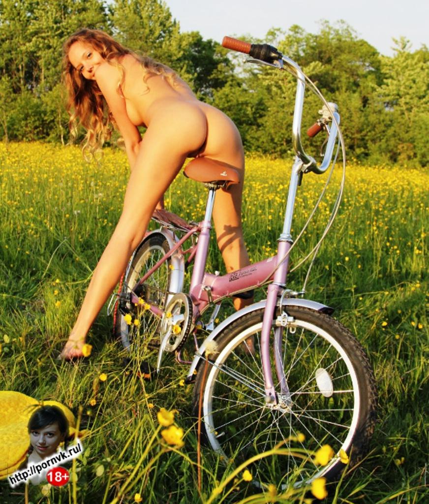 Девушка на природе НЮ! Голенькая Екатерина Скаредина, голая, красивая тощая блондинка. Эротика природа Skinny, Blonde, Katya MET Art Clover