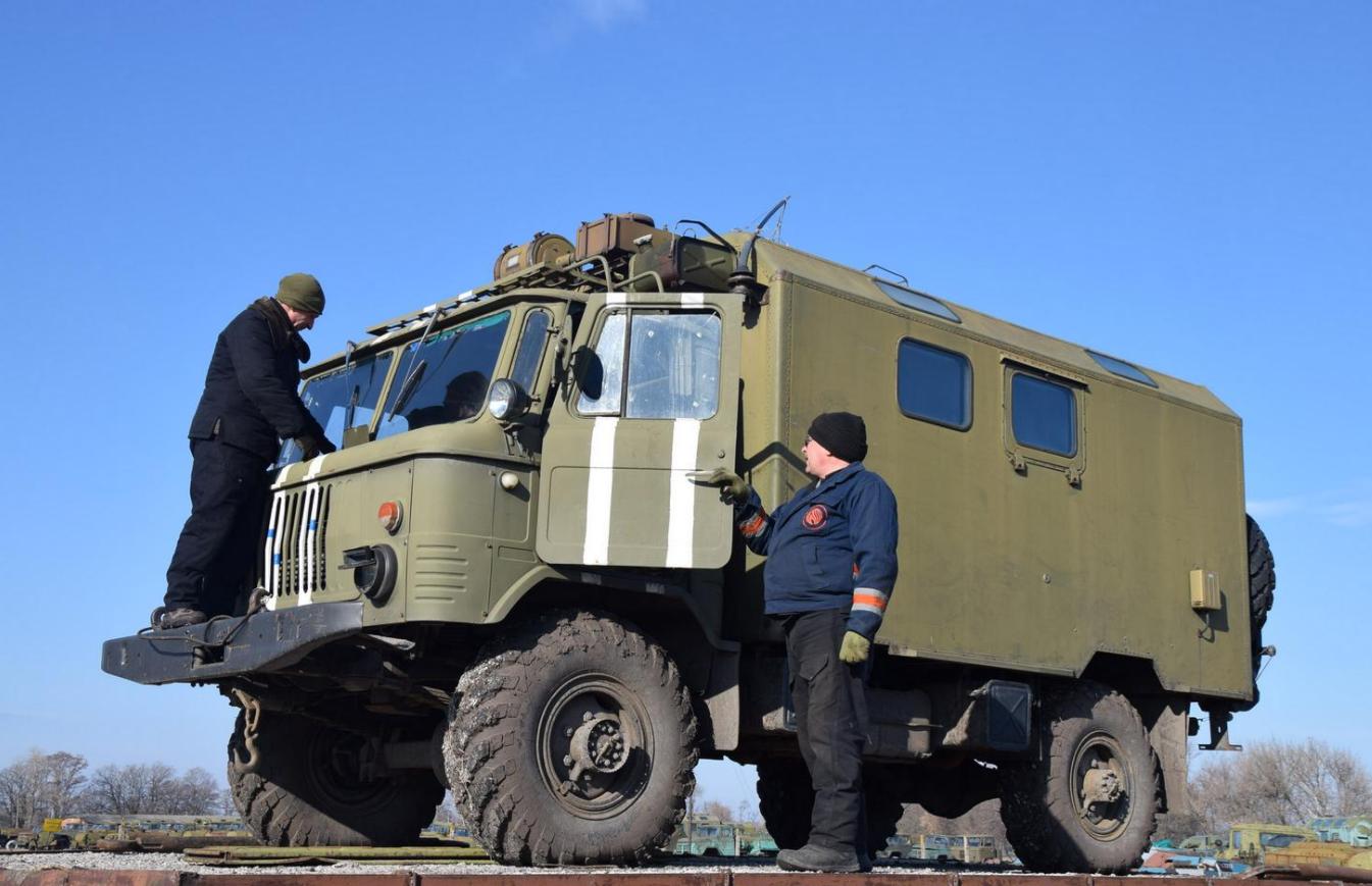 Новий полк оперативного забезпечення отримав спецтехніку