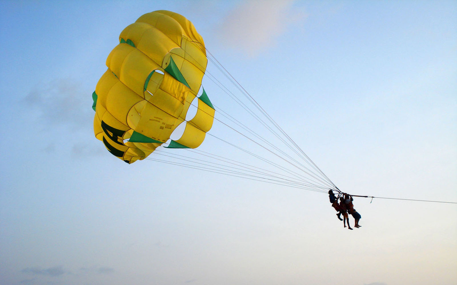 Free 3d Moving Wallpapers For Laptop Wallpapers Parachuting Wallpapers