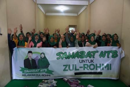 Relawan Jilbab Hijau Labuapi Komitmen Dukung Zul-Rohmi