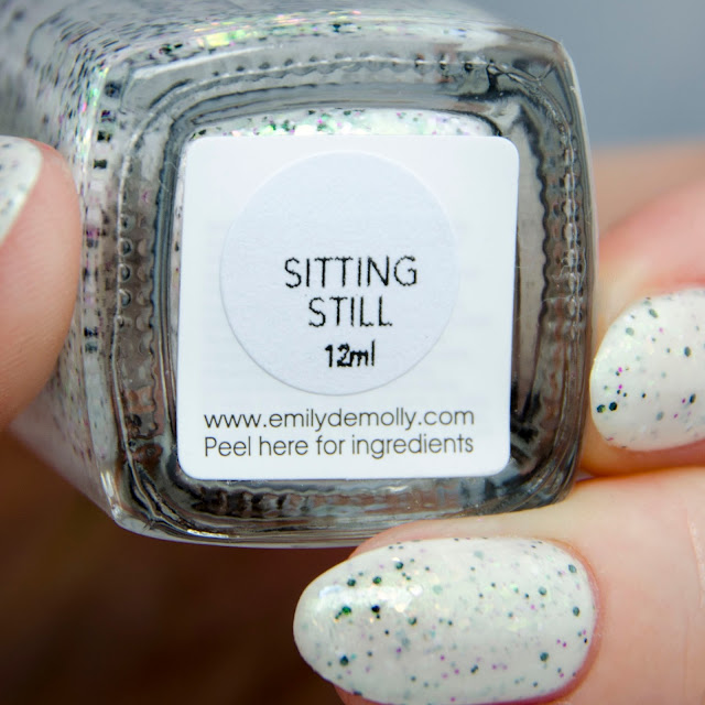 Emily de Molly Sitting Still swatch